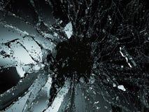Части разрушенного или поломанного стекла на черноте Стоковые Изображения