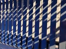 Части стальных стенда и тени на мостоваой кирпича Стоковая Фотография