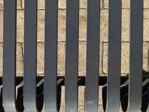 Части стальных стенда и тени на мостоваой кирпича Стоковые Изображения