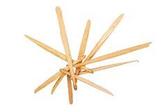 Части сломленных деревянных drumsticks изолированных на белизне Стоковые Фото