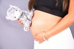 Части тела женщины младенца матери семьи материнства живота беременности Стоковое фото RF