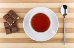 Части чашки чаю, чайной ложки и шоколада Стоковое фото RF