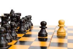 Части шахмат на доске стоковые изображения