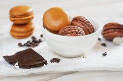 Части шоколада при свободные приправленные кофейные зерна и кофе Стоковые Изображения