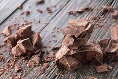 Части шоколада на темном backround Стоковое фото RF