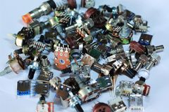 Части электроники запасные с белой предпосылкой стоковые фотографии rf