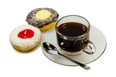 2 части donuts и чашки кофе Стоковая Фотография RF