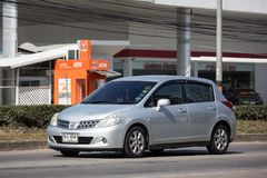 Частная машина, Nissan Tiida стоковое фото rf
