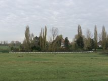 Частная собственность или дом с белой загородкой стоковые фотографии rf