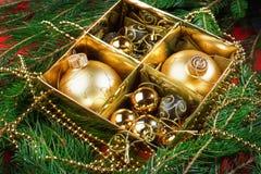 Частность рождественской елки с украшениями. Стоковые Изображения