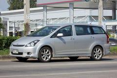 Частный автомобиль MPV, желание Тойота стоковое фото