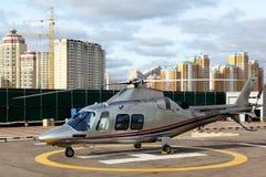Частный вертолет RA-01985 Agusta Westland A109 на airfi крокуса стоковое фото rf