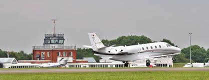 Частный самолет на взлете Стоковое фото RF