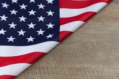Часть американского флага на деревянном столе горизонтальном с экземпляром s Стоковое фото RF