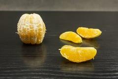 Часть апельсина на темной таблице Стоковая Фотография RF