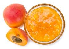 Часть варенья абрикоса изолированная на белизне Стоковое Фото