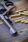 Часть винтажного nagant револьвера с патронами Стоковая Фотография RF