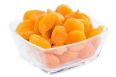 Часть высушенных абрикосов изолированных на белизне Стоковое Фото