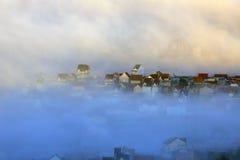 Часть города Dalat в тумане утра Стоковые Изображения