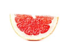 Часть грейпфрута изолированная на белой предпосылке Свежие фрукты С путем клиппирования стоковые фото