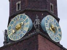 Часть главной башни здание муниципалитета, Wroclaw, Польша Стоковые Фотографии RF