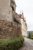 Часть доминиканских монастыря и здание муниципалитета Sighisoara C Стоковые Изображения