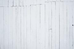 Часть деревянной стены покрашенная в белизне известкой и швом встык в верхней части изображения Стоковое фото RF