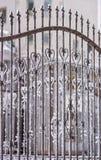 Часть загородки от ковки чугуна День зимы снежный Стоковое Изображение RF