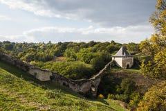 Часть замка Khotyn medievel на береге реки Днестра Украина Стоковая Фотография RF