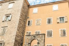 Часть зданий старого городка Budva, Черногории Первый помин этого города больше чем 2600 лет назад стоковые изображения rf