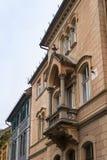 Часть здания с декоративным балконом на улице Cetatii Город Сибиу в Румынии Стоковое Изображение