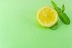 Часть лимона и мяты Стоковая Фотография