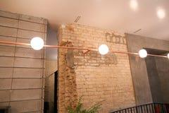 Часть интерьера и пример освещать современное заведение стоковые изображения rf