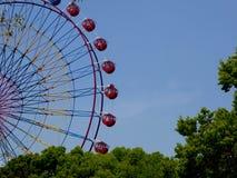 Часть колеса Ferris с предпосылкой голубого неба Стоковые Фото