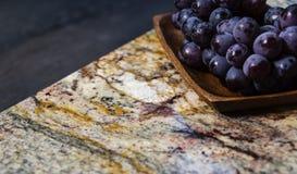 Часть красивых countertops кухни стоковое изображение rf