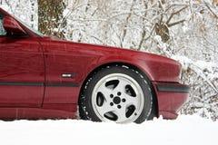 Часть красного автомобиля в зиме стоковые фото