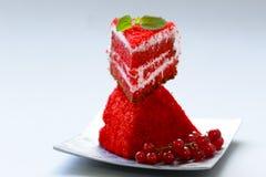 Часть красного торта бархата стоковые фото