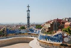 Часть красочного керамического стенда на Parc Guell Барселона стоковая фотография