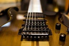Часть крупного плана электрической гитары Стоковое Изображение