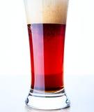 Часть крупного плана стекла с красным пивом Стоковая Фотография RF