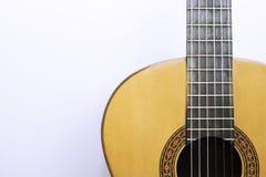 Часть классической акустической гитары на белизне Стоковые Изображения RF