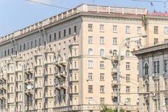 Часть многоквартирного дома кирпича 10-этажа жилого Стоковое Изображение RF