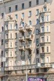 Часть многоквартирного дома кирпича 10-этажа жилого Стоковая Фотография