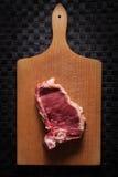 Часть мяса на прерывая доске Стоковое Изображение