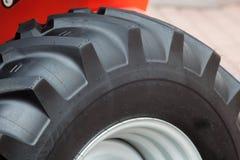 Часть огромных колеса и автошины строительного оборудования Стоковое Изображение