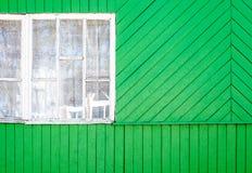 Часть дома с окном от зеленых старых доск Стоковое Изображение RF