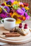 Часть домодельных пирога и эспрессо Стоковое Изображение RF