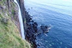 Часть острова Skye северозападная Шотландии Естественные ландшафты лесов, большое количество озер, горных цепей и долин t Стоковое Изображение RF