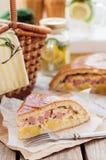 Часть пирога картошки, ветчины, сметаны и сыра Стоковая Фотография RF
