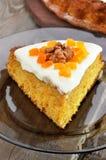 Часть пирога моркови с замороженностью Стоковое Изображение